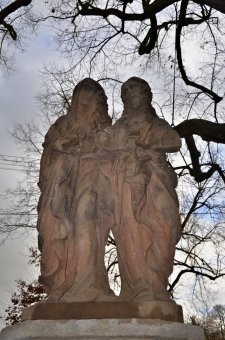 Zvonice a sochy světců v Horšovském Týně