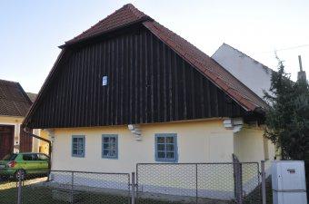 Venkovské usedlosti v Kaničkách (čp. 1, 8, 9)