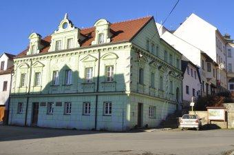 Měšťanské domy v Poběžovicích (čp. 2, 6, 7, 50, 64)