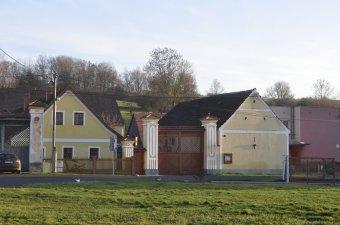 Venkovské usedlosti v Radonicích (čp. 9, 24)