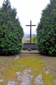 Pomník obětem pochodu hladu za 2. sv. války v Běšinech