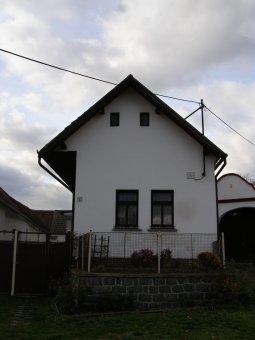 Venkovské usedlosti v Břežanech (čp. 1, 2, 3, 4, 33, 50)