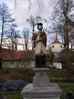 Sochy sv. Jana Nepomuckého a sv. Vincence v Hrádku