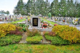 Pomník na hrobu vězňů transportu smrti v Janovicích nad Úhlavou