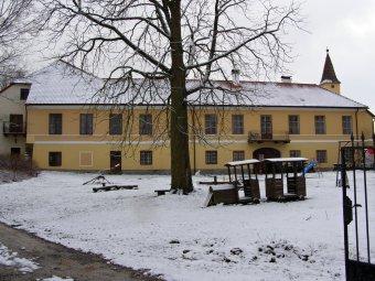 Tvrz a zámek Jindřichovice (čp. 1) tvrz