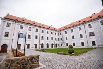 Jezuitská kolej se seminářem v Klatovech (čp. 58 a 59)