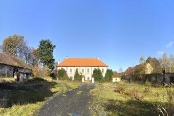 Zámek Lovčice (čp. 1)