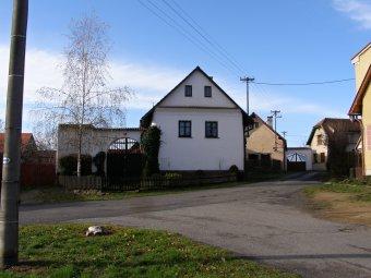 Venkovské usedlosti ve Svéradicích (eč. 4, 7, čp. 42)