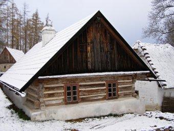 Venkovské usedlosti ve Velharticích (čp. 21, 60 původně v Běšinech, čp. 11, 52, 82)
