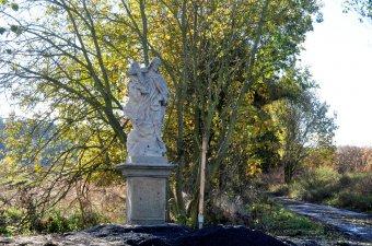Boží muka a socha sv. Jana Nepomuckého ve Zborovech