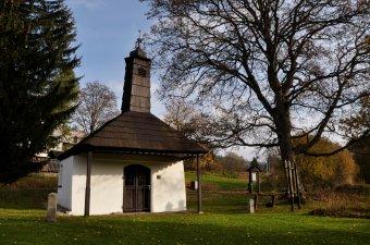 Kaplička a socha sv. Jana Nepomuckého v Železné Rudě