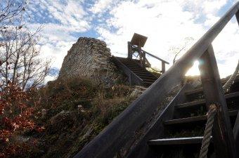 Zřícenina hradu Pustý hrádek