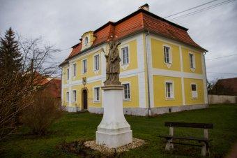 Fara v Dolní Lukavici (čp. 57)