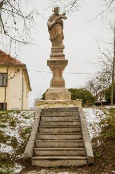 Socha sv. Jana Nepomuckého v Těnovicích