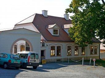 Venkovské usedlosti v Černicích (čp. 15, 18, 27, 28)