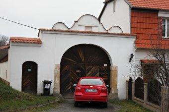 Venkovské usedlosti v Dýšiné (čp. 3, 8, 19, 24, 25, 26, 27, 67, 4, 36, 126)