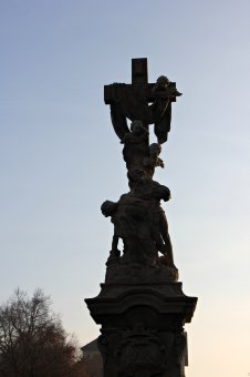 Sousoší Piety a socha sv. Jana Nepomuckého v Křimicích
