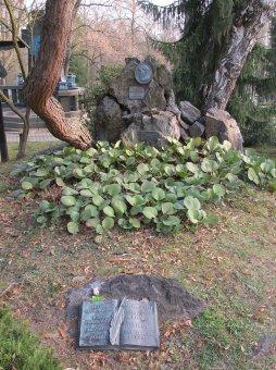 Náhrobek Karla Klostrmanna na Ústředním hřbitově v Plzni-Doubravce