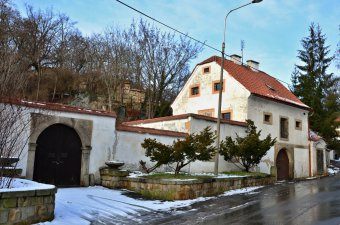 Sýpka s kaplí v Plzni-Severním předměstí