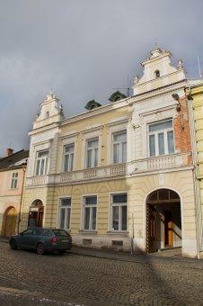 Radnice a bývalá radnice v Manětíně (čp. 88, 91)