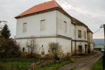 Panský dům v Nebřezinech (čp. 1)