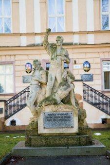 Kaplička, socha a pomník v Nýřanech