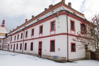 Klášter servitů s kostelem Sedmibolestné Panny Marie v Rabštejně nad Střelou (čp. 2)