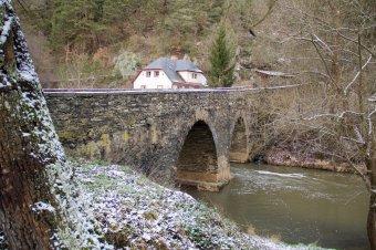 Silniční most v Rabštejně nad Střelou