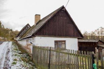 Venkovské usedlosti v Řemešíně (eč. 7, čp. 12, 16)