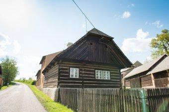 Venkovské usedlosti v Drahoňově Újezdě (čp. 3, 6)