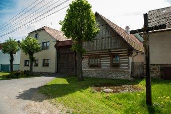 Venkovské usedlosti v Medovém Újezdu (čp. 4, 9, 15, eč. 12)
