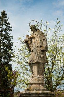 Sochy sv. Isidora a sv. Jana Nepomuckého v Oseku