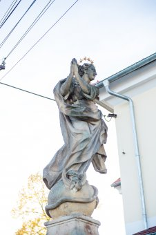 Sousoší Kalvárie, sochy  Panny Marie a sv. Jana Nepomuckého v Podmoklech