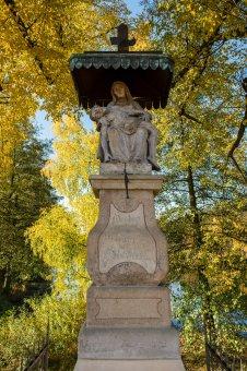 Sousoší Piety, sochy sv. Floriána a sv. Jana Nepomuckého v Radnicích