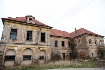 Zámek Cebiv (čp. 1)