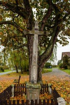 Kamenný kříž v Horní Jadruži