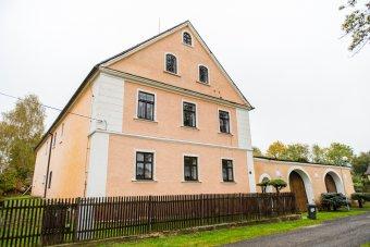 Venkovské usedlosti v Horní Jadruži (eč. 1, čp. 11, 12)