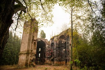 Zřícenina kostela sv. Jana Křtitele v Kočově
