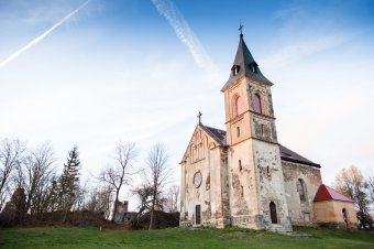 Zřícenina hradu Krasíkov (Švamberk) s kostelem sv. Maří Magdalény