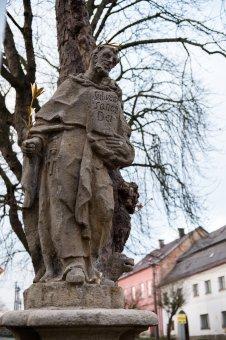 Sochy sv. Antonína Paduánského a sv. Dominika v Lestkově