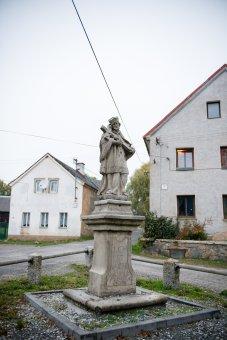 Socha sv. Jana Nepomuckého v Nahém Újezdci