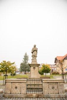 Kašna se sochou sv. Jana Nepomuckého v Přimdě