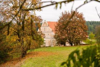 Stodola u zámku v Prostiboři