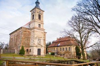 Kostel Nejsvětější Trojice ve Skapcích