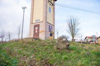 Socha Panny Marie a hraniční kříž v Trpístech